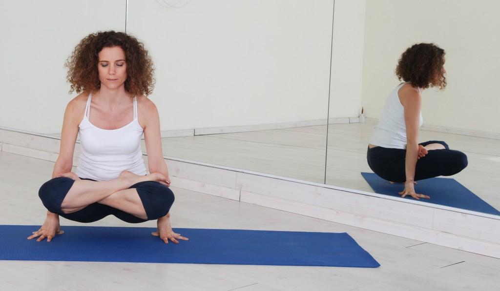 תנוחות ותרגילי יוגה:  Yoga asana asanas postures lolasana